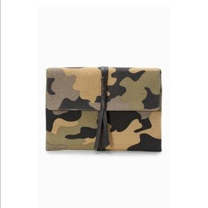 Stella & Dot Bellamy Camo Clutch NWOT